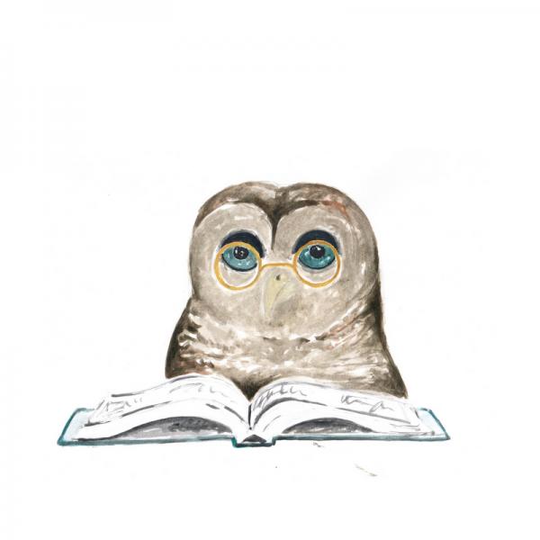 Eule liest ein Buch mit Brille auf der Nase